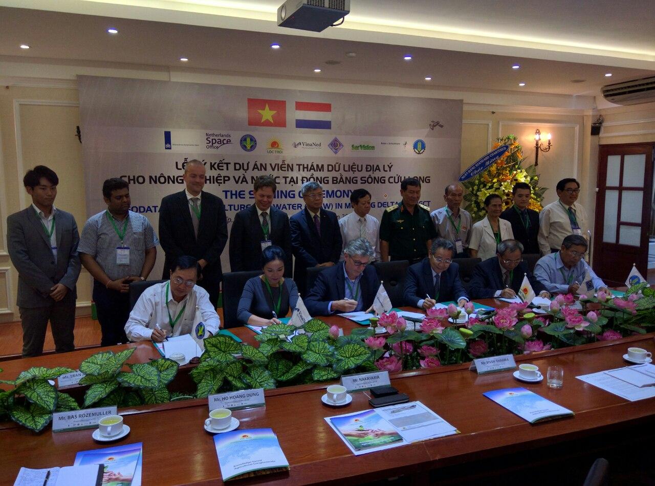 Trinh Tran - with Cosmanaut Pham Tuan -